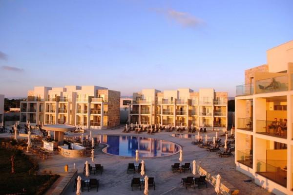 Amphora Hotel & Suites 4*